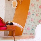 red sofa with mirror in Marie Anthoinette room of hotel The Exchange